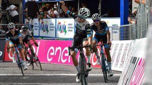Alex Ropero ganando la primera etapa del Giro Sub23