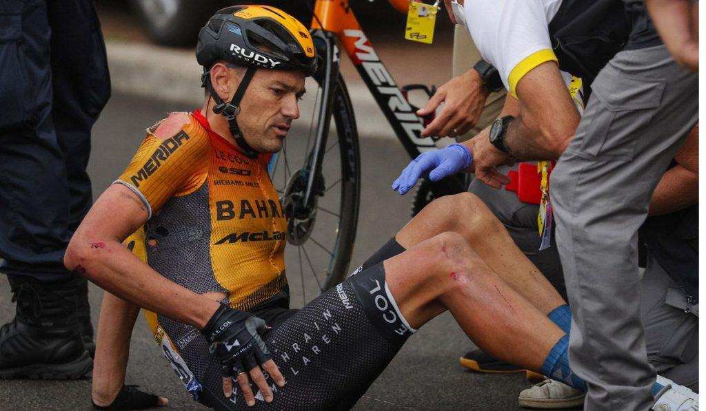 Caída de Rafa Valls en la primera etapa del Tour de Francia 2020