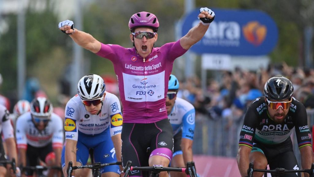 arnaud démare vuelve a ganar una nueva etapa en el giro de italia 2020