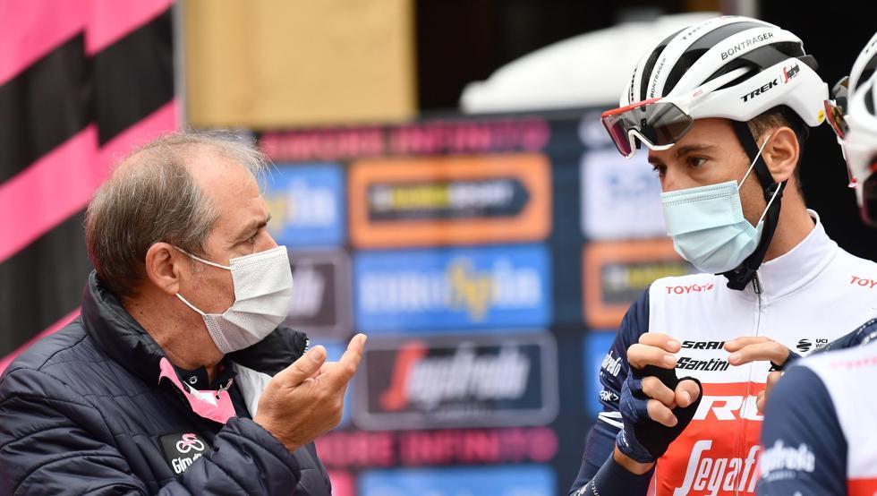 Mauro Vegni dialoga con Vincenzo Nibali