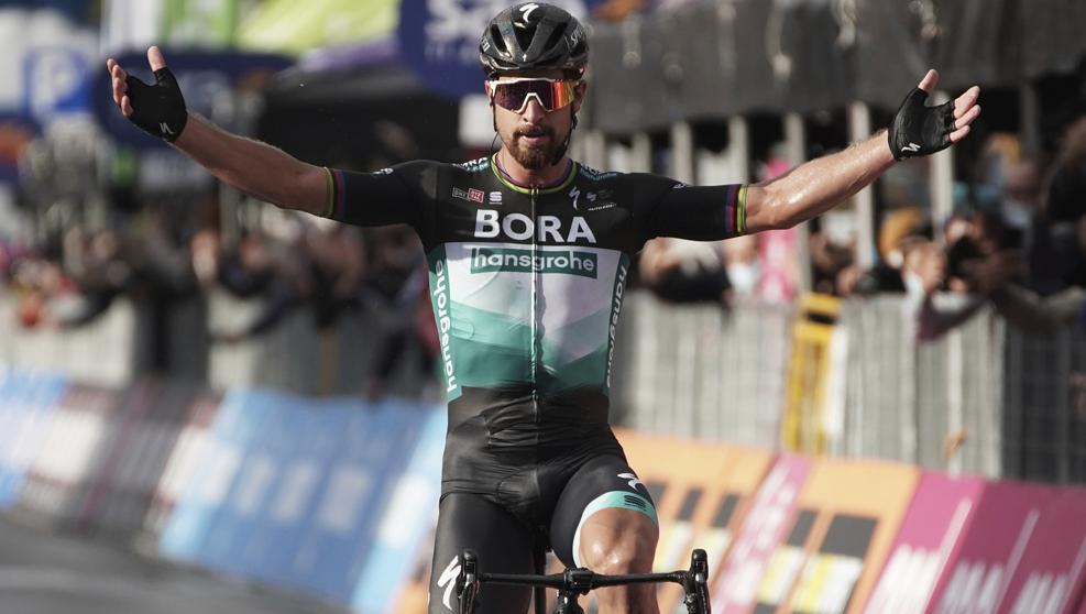 Peter Sagan Alza los brazos en el Giro