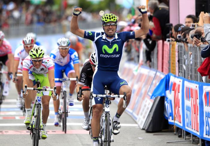 Fran Ventoso levantando los brazos en una de sus victorias en el Giro d'Italia