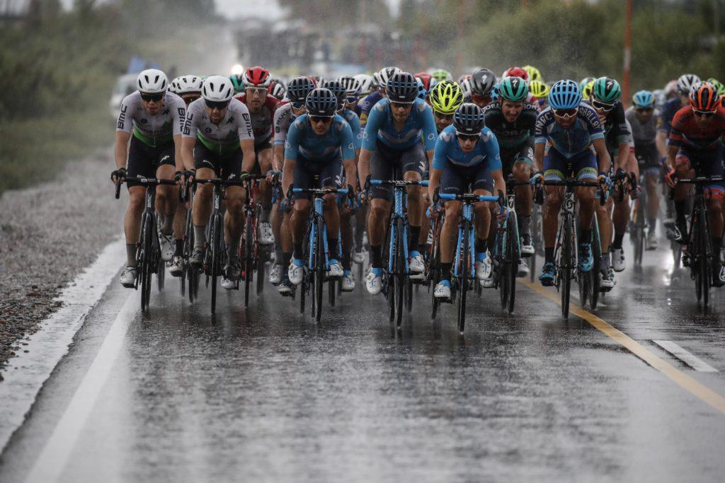 Pelotón durante la etapa 7 de la Vuelta a San Juan 2020
