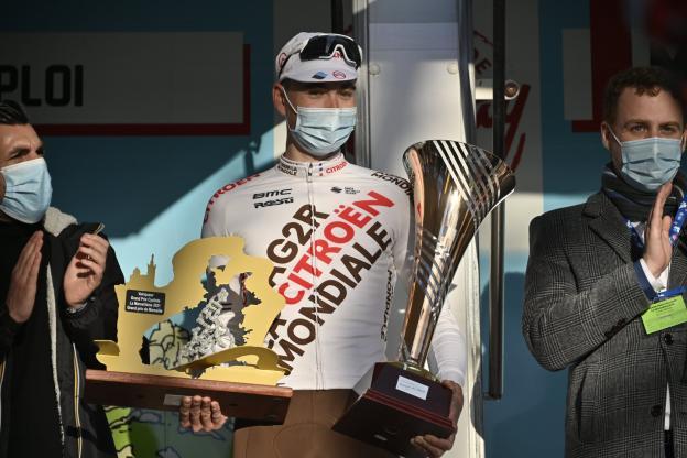Paret-Peintre en el podio del GP la Marseillaise