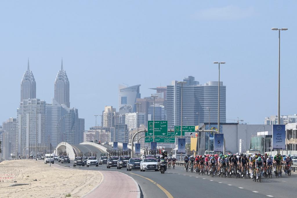 31AC5BC0 6250 40C0 9FDE 092D06FAEB16 1024x683 - Bennett logra el bis en el UAE Tour. Pogacar sigue líder