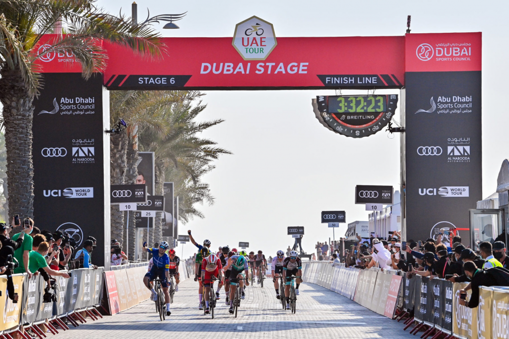 3EA226B7 266A 441C 93FB F34EA27F74E9 1024x682 - Bennett logra el bis en el UAE Tour. Pogacar sigue líder