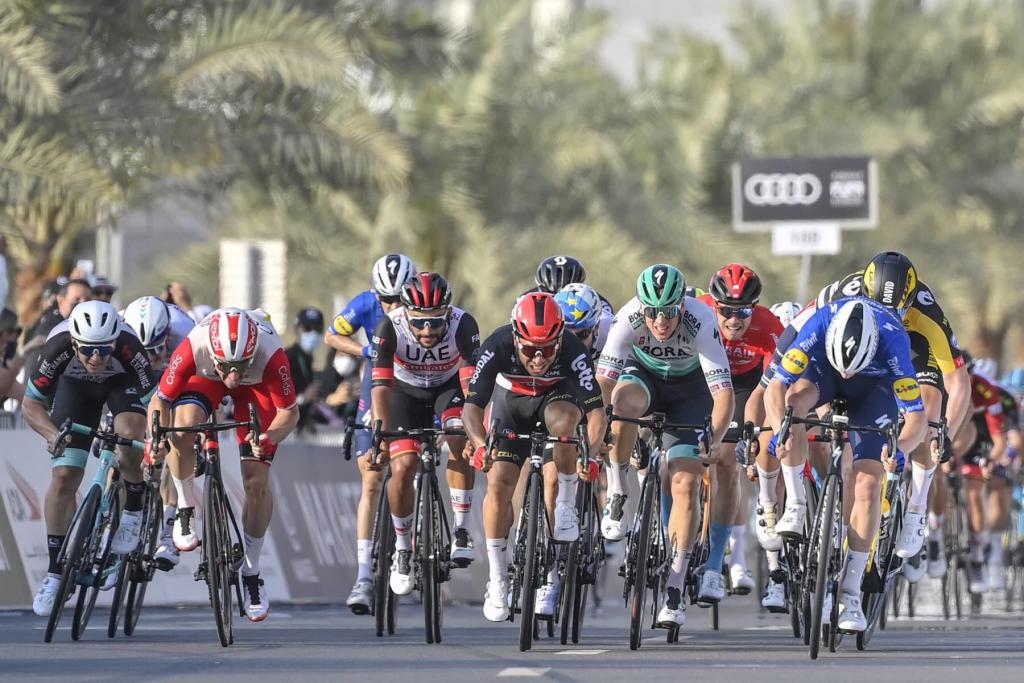 6B8043DF 0A34 4C0E 9613 B01032815A0D 1024x683 - UAE Tour: Sam Bennett vence al sprint la 4ª etapa
