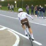 La UCI no permite regalar un bidón. Otra historia incomprensible.