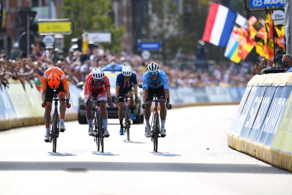 Jasper Stuyven Dylan van Baarle Michale Valgren Alaphilippe Bicampeón del Mundo Flandes 2021 UCI 1024x683 - Alaphilippe Bicampeón del Mundo