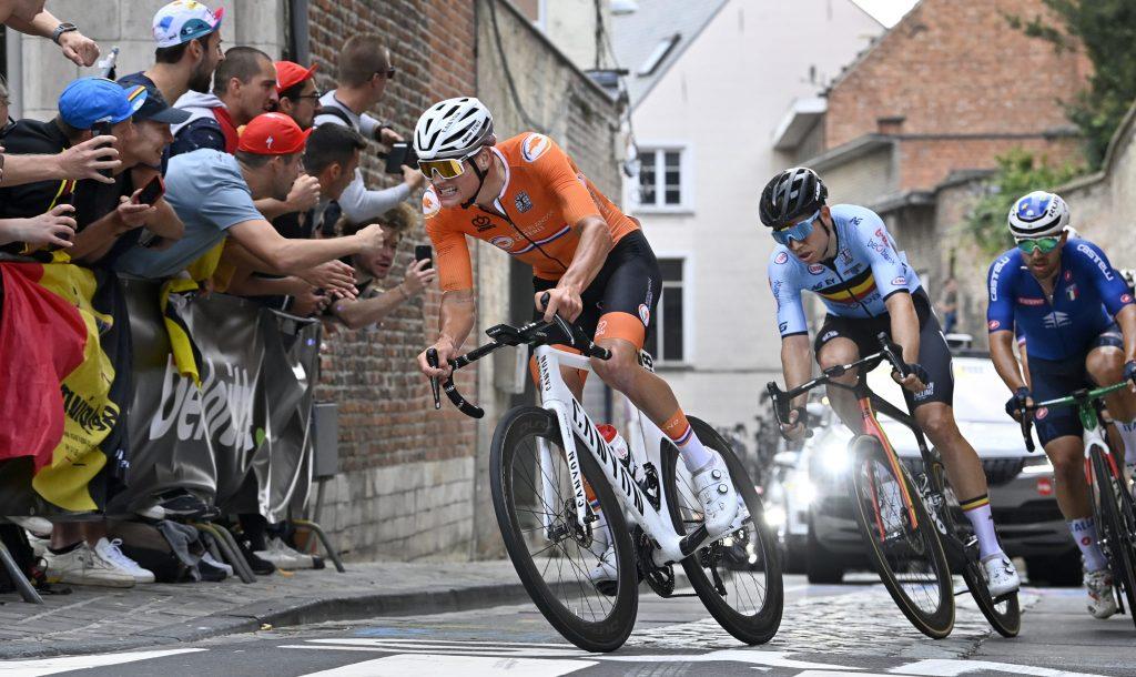 Mathieu van der Poel Wout van Aert Flanders 2021 Mundial 1024x610 - Alaphilippe Bicampeón del Mundo