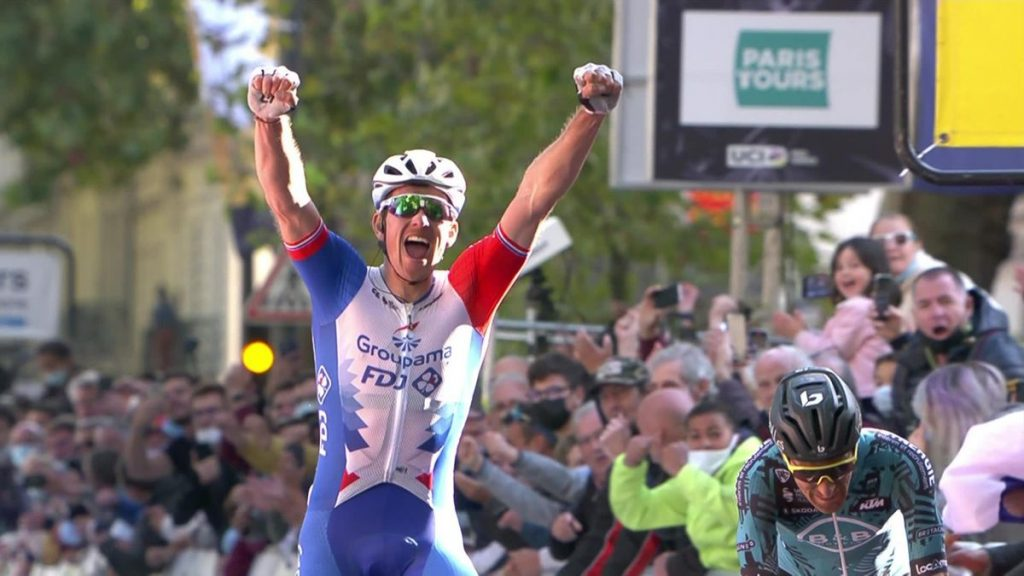 Arnaud Démare gana la Paris - Tours 2021