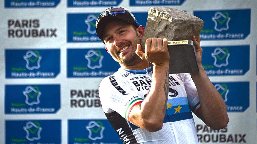 Colbrelli conquista una brutal Paris Roubaix trofeo piedra ladrillo adoquin Paris Roubaix 2021 1024x576 - Colbrelli conquista una brutal Paris Roubaix